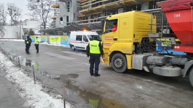 Ciężarówki na Odolanach  Mateusz Szmelter, tvnwarszawa.pl