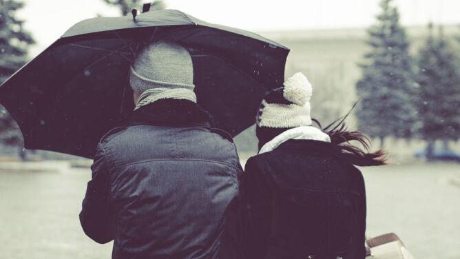 Prognoza pogody na dziś: deszcz, deszcz ze śniegiem i silniejszy wiatr