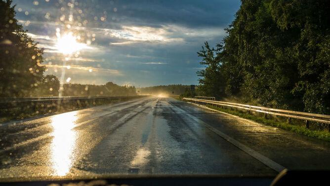 Na drogach ślisko. Wskazana ostrożność